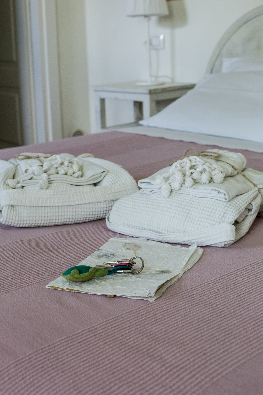 Camera-Iole-dettaglio-set-asciugamani