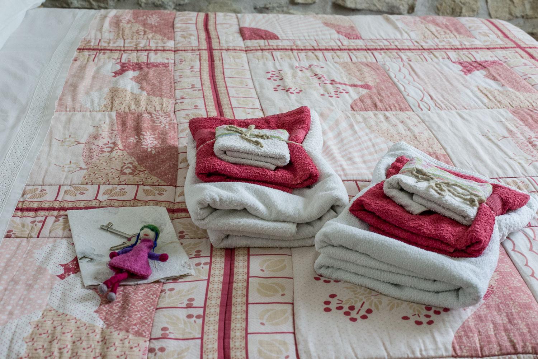 Camera-Clara-dettaglio-set-asciugamani